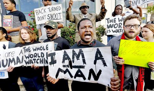 Condenan a policía que mató a Walter Scott