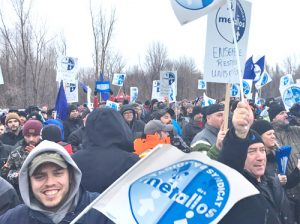 Unionists at ABI smelter in Bécancour, Quebec, hold mass picket Jan. 12, day after ABI locked out 1,000 workers. Bosses were turned back after half an hour trying to get into plant.