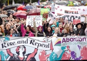 Protesta en Dublín en 2016, parte de lucha contra prohibición al aborto en constitución irlandesa.