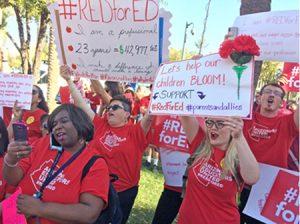 Miles protestan ataques a maestros el 28 de marzo en Phoenix y otras ciudades de Arizona.
