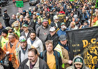 Marcha en Times Square el 4 de abril, contra el aumento del uso de obreros no sindicalizados en la construcción en la ciudad de Nueva York.