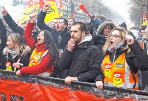 Hundreds of thousands of rail and public workers rallied in Paris and around France March 22 against government attacks on unions and two-tier system proposed for new hires in rail.