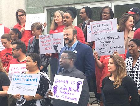 Rueda de prensa el 26 de abril en Greensboro convoca manifestación el 16 de mayo en Raleigh, Carolina del Norte, por mejores salarios, condiciones y recursos.