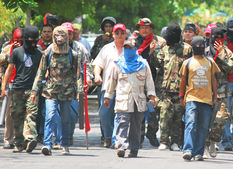 Pro-Ortega gang with mortars and other weapons prepares to attack anti-government protest in Managua April 21. Repression has deepened working-class opposition to the government.