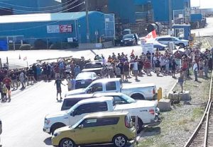 Striking salt miners in Goderich, Ontario, members of Unifor Local 16-0, put up barricades beginning July 4, forcing bosses to remove scab replacement workers from the mine.