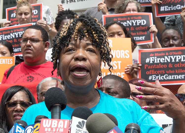 """Cops who killed my son """"should have been indicted, convicted, be in jail,"""" Gwen Carr, speaking above at July 17 New York press conference, told Militant. Her son Eric Garner was killed four years ago by cop Daniel Pantaleo. NYPD said July 16 it will start disciplinary proceedings against him and his supervisor."""