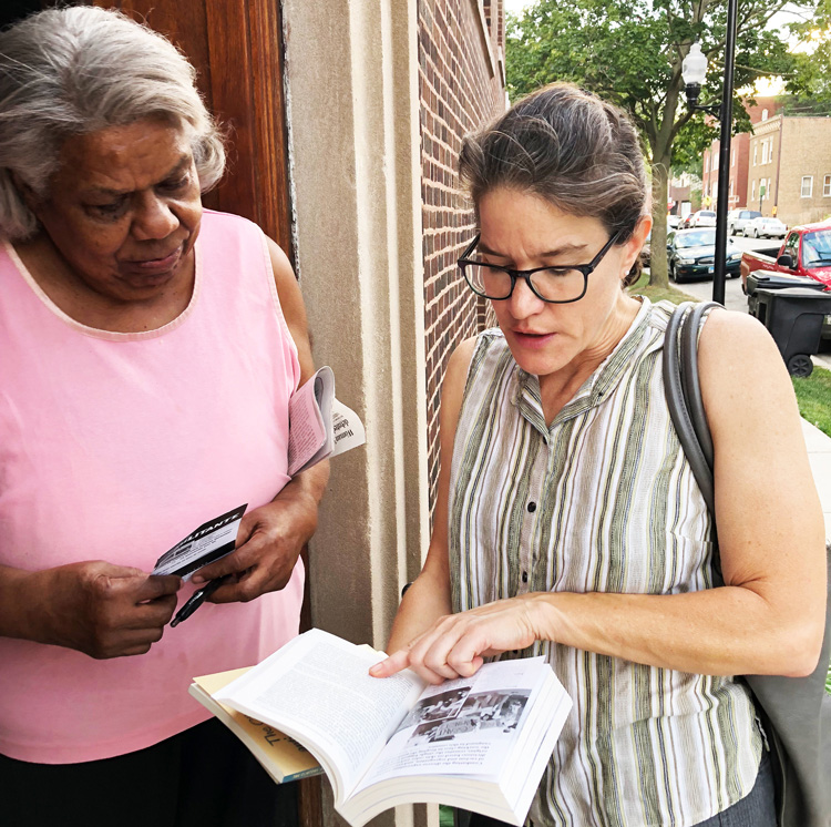 Campaigning door to door on Chicago's South Side Aug. 2, Laura Anderson, right, SWP candidate for Illinois lieutenant governor, met Alice Goodrun, a retired teacher, who got Militant subscription and Malcolm X, Black Liberation, and the Road to Workers Power.