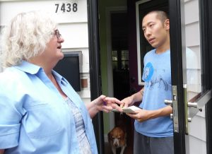 """We need to unite together to overthrow capitalism, to fight for a workers and farmers government,"" Jacquie Henderson, Socialist Workers Party candidate for Minnesota governor, told Peter Kim, introducing him to the party while campaigning in Richfield, Minnesota, Aug. 5."