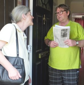"""""""The Labour-Tories shell game is a trap,"""" Communist League member Pamela Holmes told care worker Colin Johnson in Harlow, U.K., Sept. 1. """"We need a revolutionary workers party."""""""