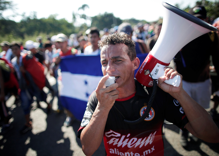 Honduran and other Central Americans march through Mexico Oct. 21 on way to U.S. border. Honduran toilers face crisis of both imperialist pillage and exploitation from native capitalists.