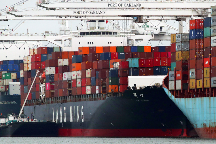 Chinese ship unloads at Oakland port July 2. Leveraging their huge domestic market, strong dollar, U.S. rulers impose tariffs on Chinese imports to wrest concessions from Beijing.