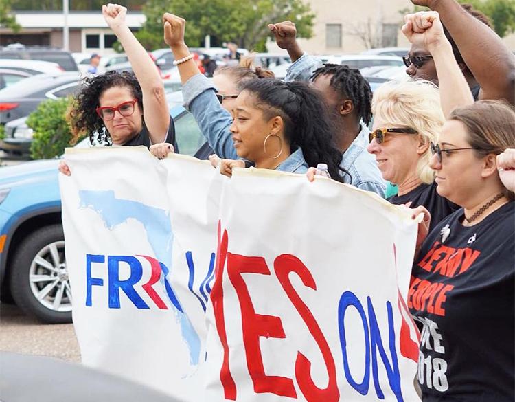 El 27 de octubre hubo actos en toda Florida a favor de la Enmienda 4, para restaurar derecho al voto de más de un millón de ex presos. La enmienda ganó con el 64 por ciento de los votos.