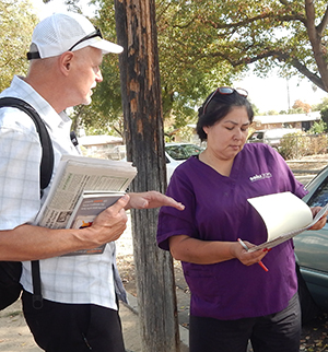 Dennis Richter, SWP candidate for U.S. Senate, speaks with SEIU union member Alva Rodriguez in Selma, California.
