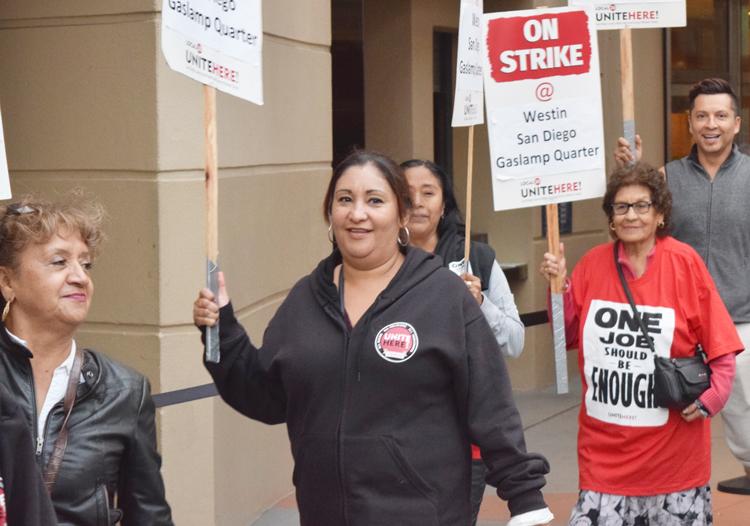 Trabajadores hoteleros en huelga en San Diego, California, 5 de noviembre. El Partido Socialista de los Trabajadores ha estado ganando solidaridad para la huelga en la clase trabajadora.