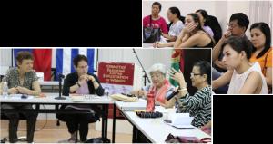 """Desde la izq., Janet Roth, Liga Comunista de Nueva Zelanda; Mary-Alice Waters; y Ana Maria Nemenzo en panel el 20 de septiembre en Universidad de las Filipinas sobre Los cosméticos, las modas y la explotación de la mujer. Arriba, participantes en el evento. """"Mujeres y hombres lucharon juntos para combatir la discrimi-nación contra las mujeres"""" cuando mujeres entraron a la industria, dijo Roth. """"Y fortalecimos nuestros sindicatos en el proceso""""."""
