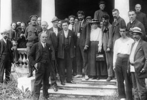 V.I. Lenin, central leader of 1917 Russian Revolution, at left in front, with delegates at 1920 Second Congress of Communist International. He led 1922-23 fight to defend national rights of oppressed peoples long encased in czardom's prison house of nations, like toilers in Ukraine.