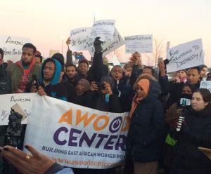Trabajadores protestan frente a Amazon en Shakoppe, Minnesota, el 14 de diciembre.