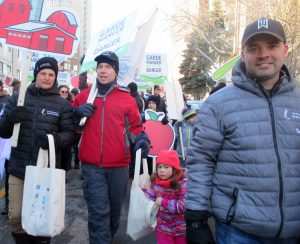 Farmers march in Montreal Nov. 18 to press government to impose protectionist measures to keep out farm imports. Reliance on the propertied rulers and tariffs benefits big capitalist farmers, leaving working farmers to be chewed up by the capitalist rents and mortgages system.