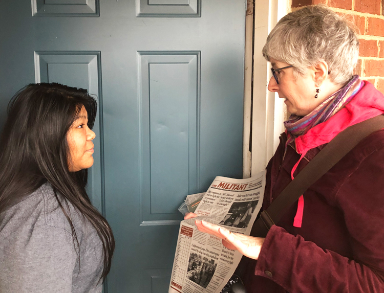 Irma Carpio, a high school student in Louisville, Kentucky, speaks with SWP member Amy Husk Dec. 1. Carpio had organized with other students to support teachers' strike last spring.