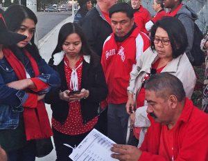 Maestros de Los Angeles revisan propuesta de contrato, tras seis días de huelga el 22 de enero.