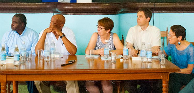 Panel sobre la lucha de clases en EE.UU. en Taller Internacional Primero de Mayo en La Habana, en abril 2018. Desde izq., Willie Head, Omari Musa, Alyson Kennedy, Jacob Perasso, Mary-Alice Waters.