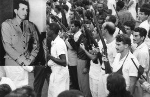 Recuadro, Fernández durante juicio en 1956 por encabezar rebelión militar contra dictadura de Batista. Arriba, La Habana, 1 de enero de 1959, presos liberados, aún con su uniforme blanco de preso, se suman a tomar calles para asegurar victoria del Ejército Rebelde..