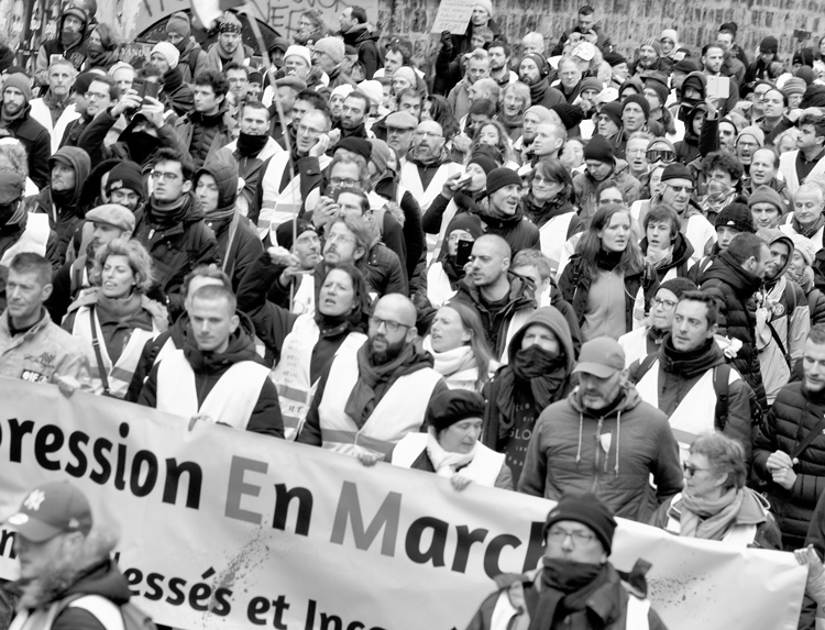 """Yellow vest protest in Paris Jan. 26, one of many actions across France against President Emmanuel Macron's government. Bosses at forum in Davos expressed fears that such actions by working people against the impact of the crisis of capitalism foretell """"unrest to come."""""""