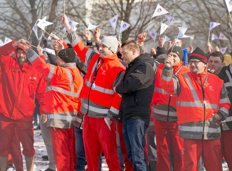 Strike by thousands of autoworkers in Gyor, Hungary, won 18 percent pay hike, Jan. 24-30. Government recently gave bosses right to impose mandatory overtime of 400 hours per year.