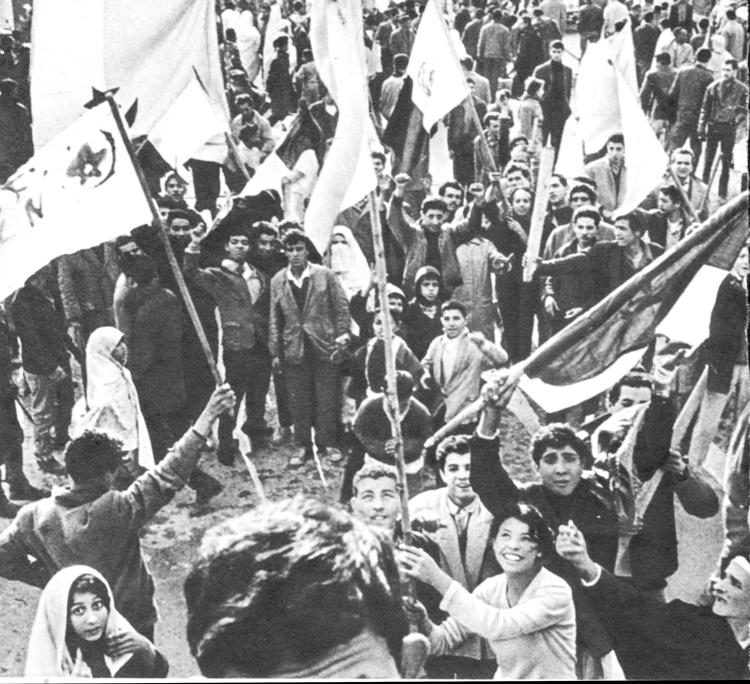 Acto en apoyo a Frente de Liberación Nacional en Argelia al principio de la década de los 60.