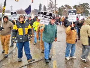 Feb. 26 picket in Erie, Pa. With broad support, 1,700 members of United Electrical Workers struck against deep concessions imposed by Wabtec. Agreement suspends cuts for 90 days.