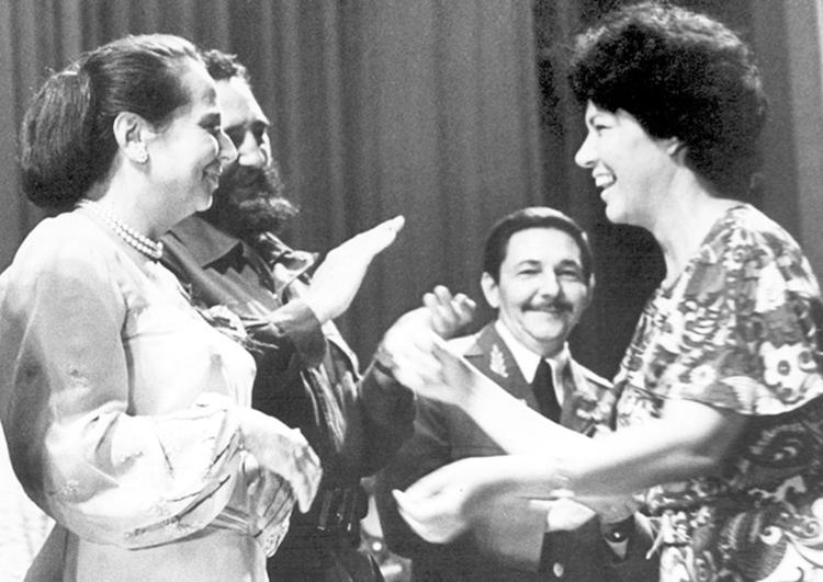 Asela de los Santos, right, receiving award in 1974 from Vilma Espín, both of whom had been leaders of the Federation of Cuban Women. Also present are Fidel Castro and Raúl Castro.