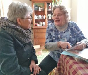 Lea Sherman, left, Socialist Workers Party candidate for New Jersey State Assembly, talks to Susan Wright in her home in Frenchtown March 20. Wright bought a subscription to the Militant, four books by SWP leaders on special and contributed to the SWP campaign.