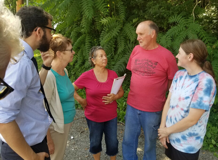 From left, Samir Hazboun, SWP candidate for Kentucky lieutenant governor, and Alyson Kennedy, SWP presidential candidate in 2016 and former coal miner, talk with Lita Melton, retired union miner James Melton, and farmer Jessica Ison at Whitesburg farmers market July 13.