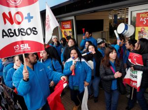 "Walmart workers picket in Santiago, Chile, July 10, part of strike by 17,000 members of SIL union for better wages, and against job cuts and speedup. Sign reads, ""No more abuses."""