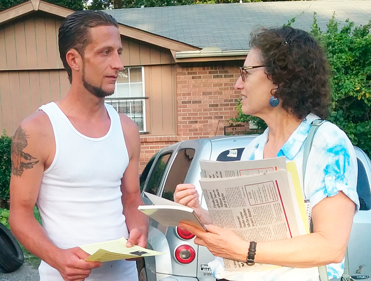 """""""Many people here are barely surviving,"""" floor-layer Michael Smith told Rachele Fruit, SWP candidate for Atlanta School Board, in Hermitage, Tennessee, Aug. 9. """"Workers need to organize ourselves into unions and fight to change our conditions,"""" Fruit replied."""