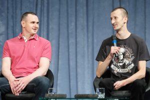 Moscow frees Sentsov who fought its seizure of Crimea