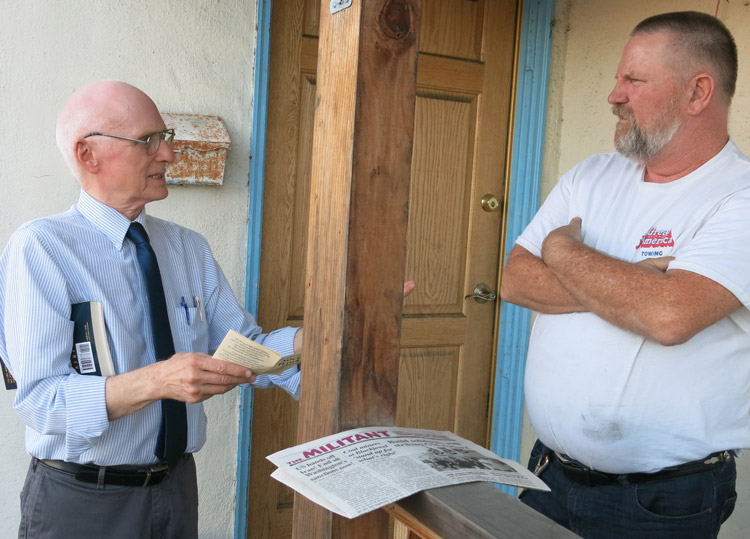 Joel Britton, Socialist Workers Party candidate for San Francisco mayor, left, talks with Mark Baldwin in San Leandro, California, Sept. 20. He decided to get a subscription to the Militant.
