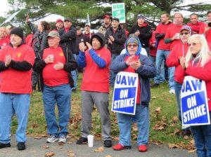 ¡Apoyar a los huelguistas de GM y Mack Truck!