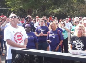 Some 200 UAW strikers and union supporters rally at GM picket line in Langhorne, Pennsylvania, Sept. 28. Striking autoworkers have won widespread support from fellow working people.