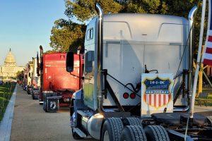Camioneros protestan en Washington el 4 de octubre. Recuadro, Harry Menkhoff, operador independiente.