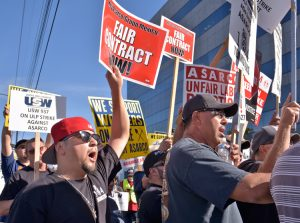 Workers rally Nov. 18 in solidarity with copper workers on strike against Asarco at company headquarters in Tucson, Arizona. The miners, who struck Oct. 13, are fighting union busting.