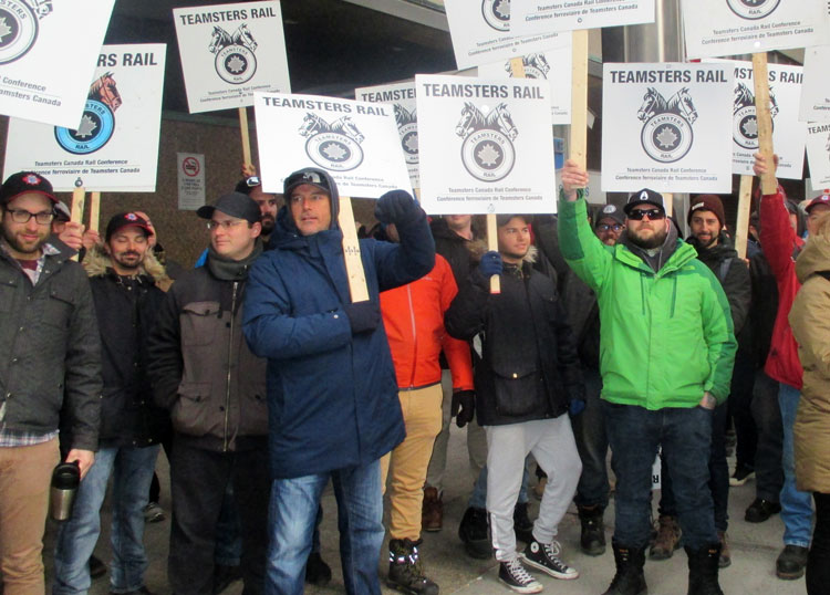 Rail workers picket CN headquarters in Montreal Nov. 26 shortly before tentative agreement announced. Fight for safety for workers and surrounding communities was at center of strike.