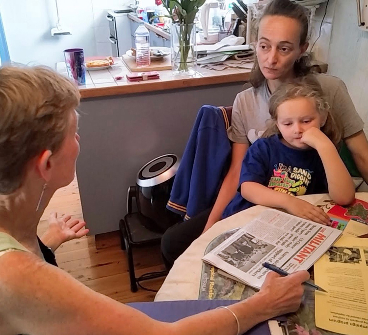 "Communist League member Felicity Coggan, left, speaks with Jennifer Holmes Nov. 16 in Sydney, Australia. ""The whole system needs an overhaul,"" said Holmes, ""I'm paying full market rent on my own."" She bought Militant subscription and The Turn to Industry book."