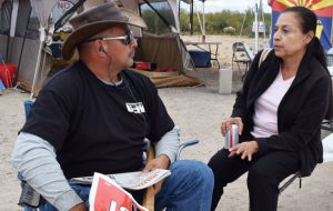 Striking Asarco miner Mike Sepulveda talks with Ellie Garcia, a member of the Socialist Workers Party on a solidarity visit at the Mission mine in Sahuarita, Arizona, Nov. 11.