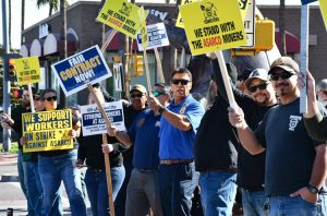 Dec. 16 protest outside Asarco headquarters in Tucson. Striking unionists need and deserve solidarity in the face of the copper bosses' determined drive to destroy their union.