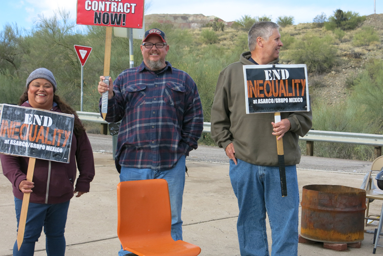 Striking Asarco workers picket Ray Mine Dec. 9. Copper miners need, deserve broad solidarity.