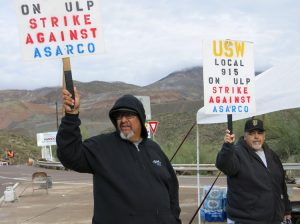 Copper workers on strike against assault by Asarco bosses picket Ray Mine in Arizona Dec. 9.