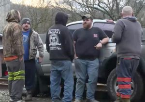 Coal miners in eastern Kentucky Jan. 13 block Quest Energy bosses from moving coal they mined in fight over pay. The miners won widespread solidarity and all their back wages.