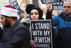 Unas 250 personas se congregaron el 31 de dic. en Grand Army Plaza en Brooklyn para condenar ataques antisemitas, días después de ataque en celebración de Jánuca en Monsey, Nueva York.