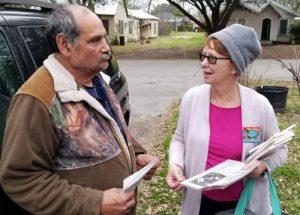 Alyson Kennedy, candidata del PST para presidente dijo a Miguel Martínez el 18 de febrero en Grand Saline, Texas, que el partido exige amnistia para tos trabajadores indocumentados.